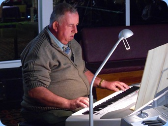 Ken Mahy entertained us on his Korg Pa1X. Nice use of chords and pads!