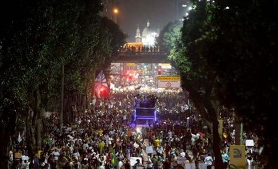 Βραζιλία: Ένα εκατομμύριο διαδηλωτές στον δρόμο