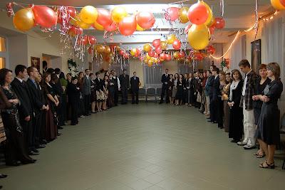 Bardzo uroczyste rozpoczęcie jakże wyrafinowanej imprezy:) wszystkich obowiązują stroje wieczorowe, oczywiście za wyjątkiem Mirka:p