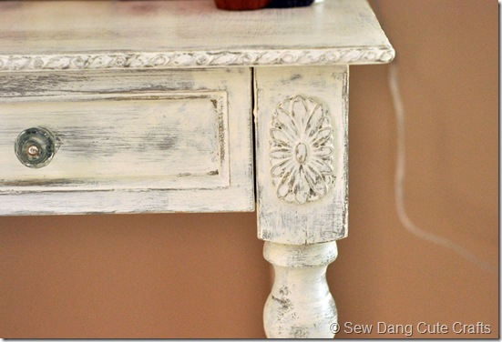 Close-up-end-table
