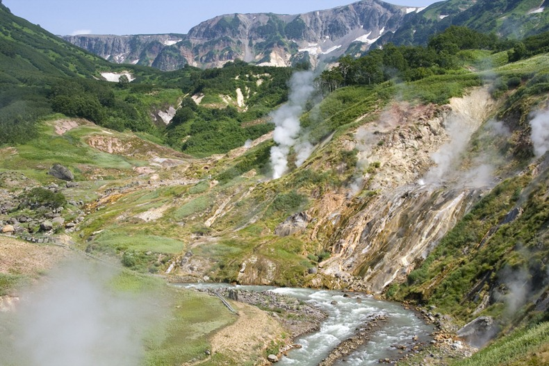 valley-of-geysers-6