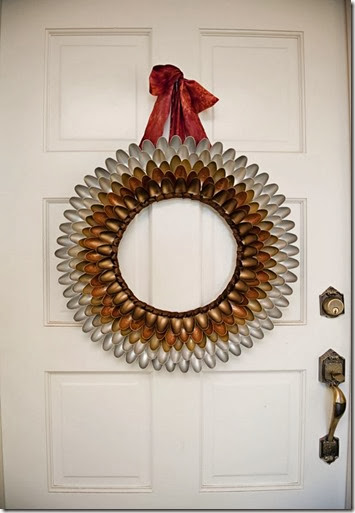 plastic spoon wreath -pin