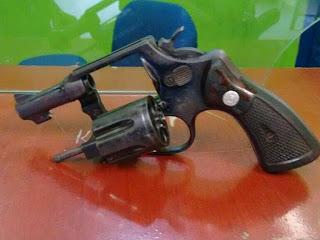 Acopiara: Policia apreende arma de fogo e recupera moto roubada