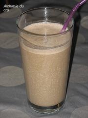 Milk shake (lait d'avoine, tournesol, banane, caroube, pousses de tournesol)