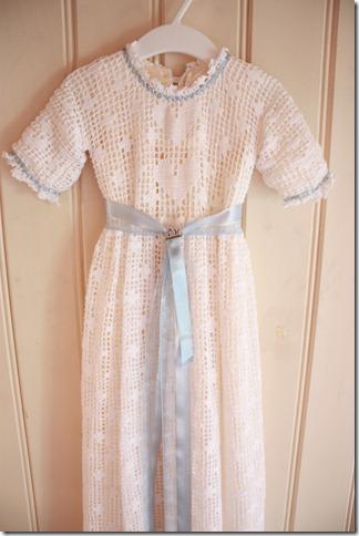 Håndlaget dåpskjole heklet blonder IMG_2229