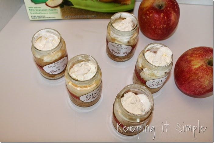 #ad Apple-pie-in-a-jar-with-free-printable #ThankfullySweet (23)