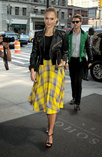 Jessica-Alba-Wearing-Yellow-Plaid-Skirt1