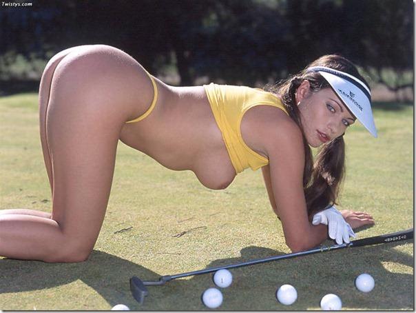 Morena Gostosa Nua Jogando Golfe