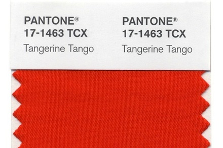muestra de pantone tangerine