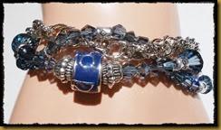 blått armbånd