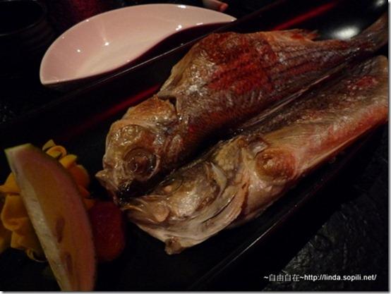 強肴-豪哥-一夜干鮮魚,看起來很普通,一條魚剖半
