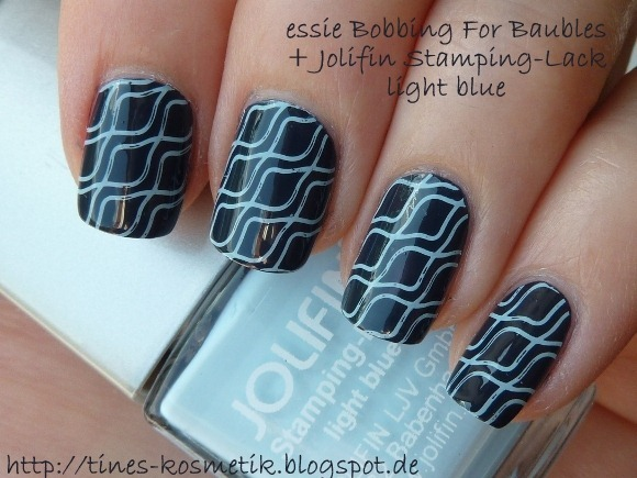 essie Bobbing For Baubles Jolifin light blue 2