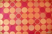 Ekskluzywna trudnopalna tkanina w kółka. Na zasłony, poduszki, narzuty, dekoracje. Czerwona, brzoskwiniowa.