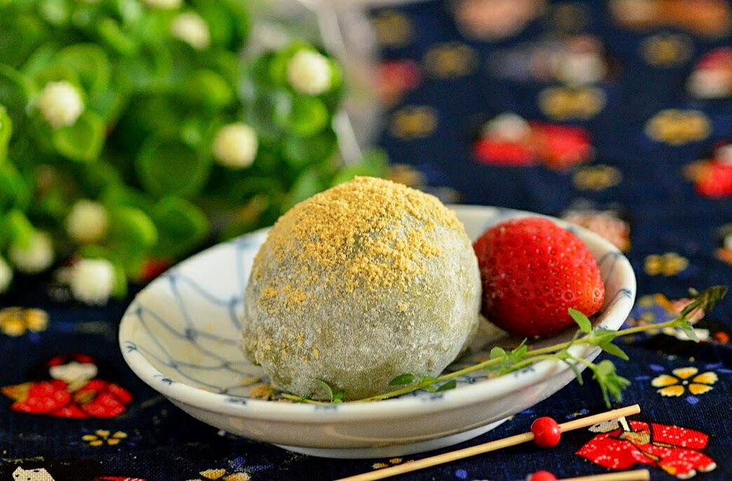 Copycake Kitchen: Strawberry Matcha Daifuku (Mochi) 抹茶草莓大福 ...