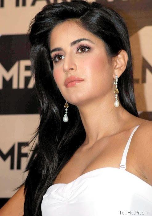 Katrina Kaif Navel Show Pics in White Dress 1