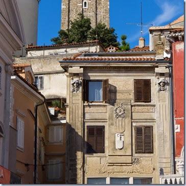 09 hiše in zvonik