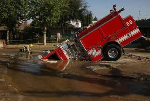 Fire Truck Trapped Giant Sinkhole K-fHbFpXsGLl