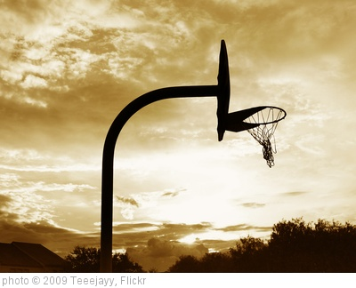 'Hoop' photo (c) 2009, Teeejayy - license: http://creativecommons.org/licenses/by-sa/2.0/
