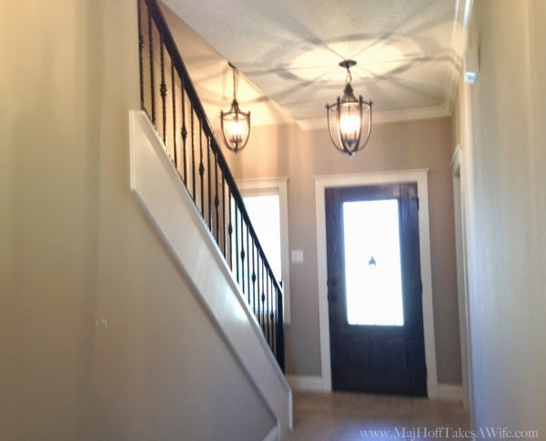 Builder Grade house in Texas Entry way foyer