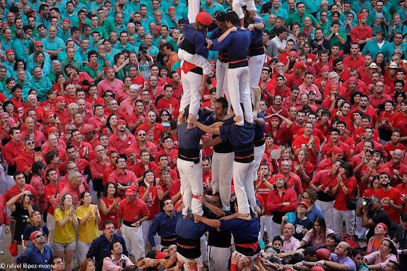 Xiquets del Serrallo, 4 de 7 amb agulla.XXIIIe Concurs de Castells a Tarragona.Tarraco Arena Placa (antiga placa de braus).Tarragona, Tarragones, Tarragona