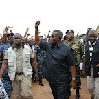 tn_Prez Mills responding to cheers on arrival at Sunyani Airport.JPG