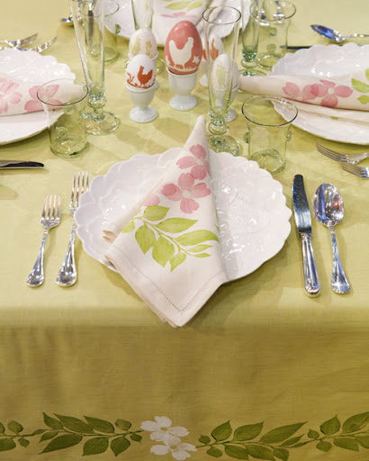 Give your table linens a one-of-a-kind look by block-printing charming leaf and flower designs. Learn how at: 
