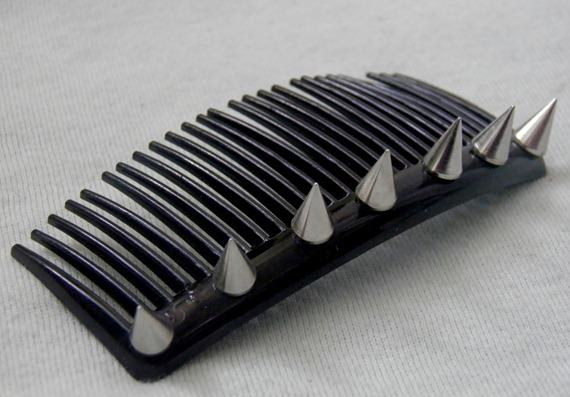 SPIKED HAIR COMB 1