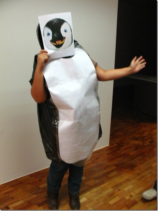 pinguino con bolsa de basura