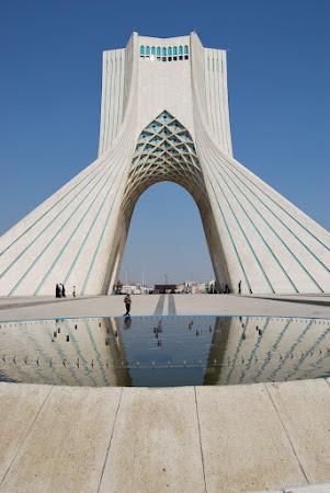 Obiective turistice Teheran: turnul Azadi