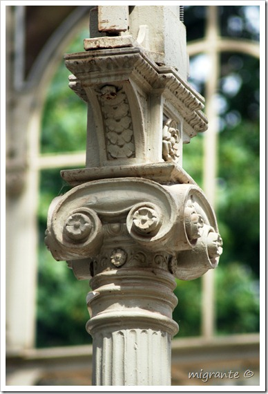 palacio de cristal - parque del retiro - madrid - capitel interior simétrico