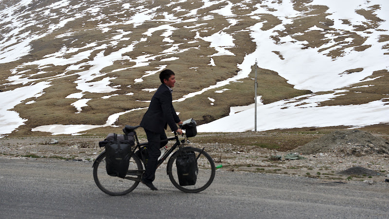 Incercand bicicleta.