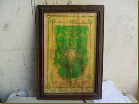 Lambang atau Simbol NU ini diciptakan oleh KH Ridlwan Abdullah Bubutan Surabaya dan mulai dikenalkan pada Konggres NU ke 2 tahun 1927