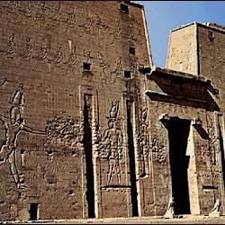 22 - Pílonos del Templo de Edfú
