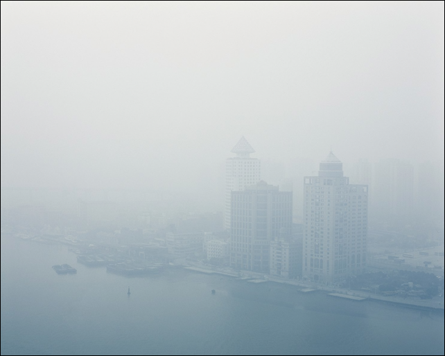 'AQI 430, Shanghai', shows air pollution in China, with an Air Quality Index at the 'Hazardous' level. Photo: Benedikt Partenheimer