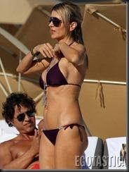 rita-rusic-in-a-purple-bikini-in-miami-03-675x900