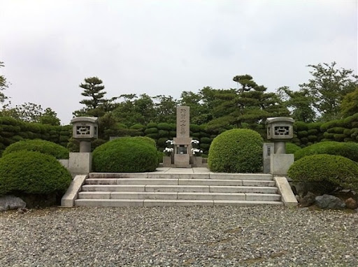 殉国七士廟