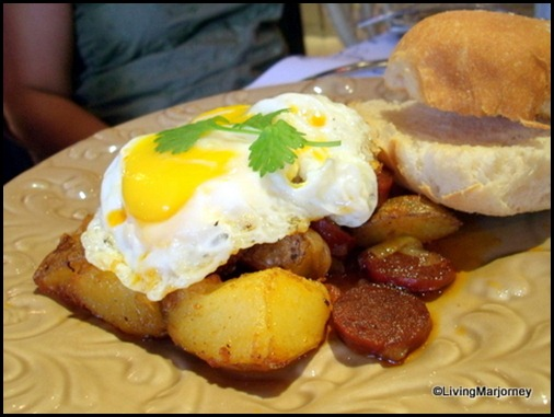 Restaurante Pia Y Damaso 15: Fried Chorizo Cubes, Potatoes, Eggs and Pandesal