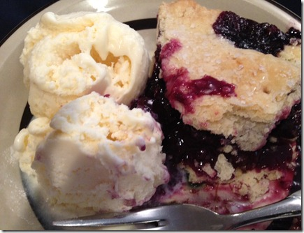 blueberry pie with ice cream