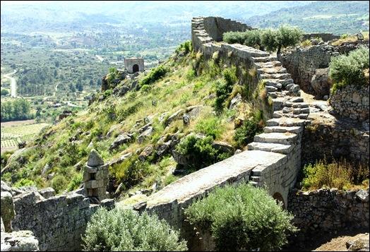 Marialva - Glória Ishizaka -  Capela de Santa Barbara ou da Curvaceira - vista do muro do castelo 2