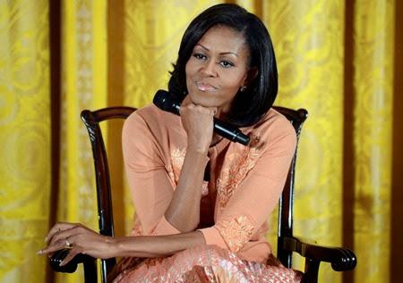 Michelle Obama ascolta una domanda durante un incontro con i figli di impiegati e funzionari della Casa Bianca, Washington DC, 26 aprile 2012.