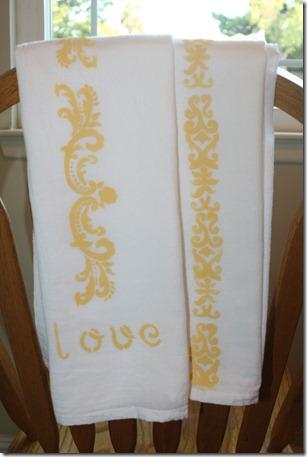 Stenciling Flour Sack Dish Towels (24)