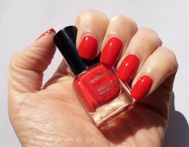 006-max-factor-red-carpet-nail-polish-review-swatch