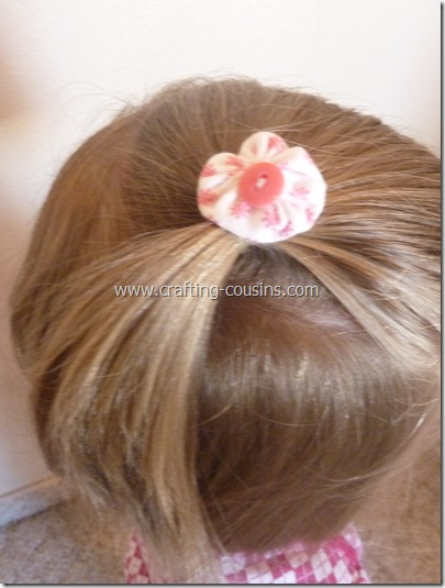 Crafty Cousins' tutorial for yo yo flower bobby pins (22)