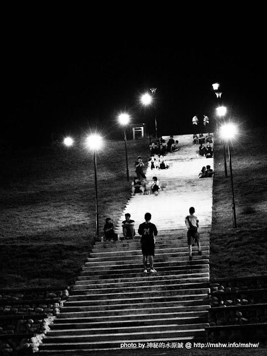 """【景點】治安與夜色一樣美... 台中南屯""""望高寮夜景公園"""" 區域 南屯區 台中市 夜景 旅行 景點"""