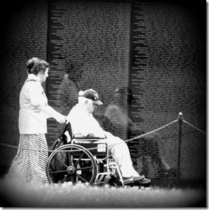 vietnam-memorial-washigton-dc-veteran-wheelchair