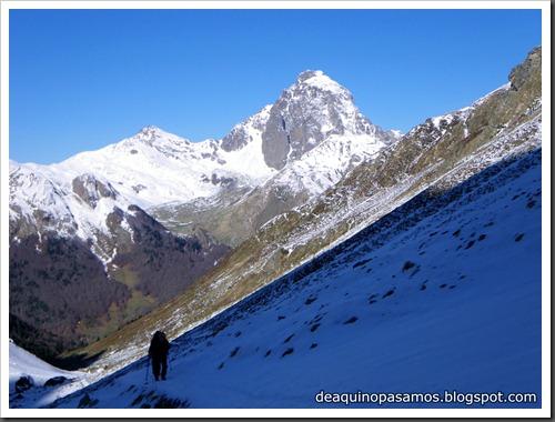 Arista NO y Descenso Cara Oeste con esquís (Pico de Arriel 2822m, Arremoulit, Pirineos) (Isra) 9395