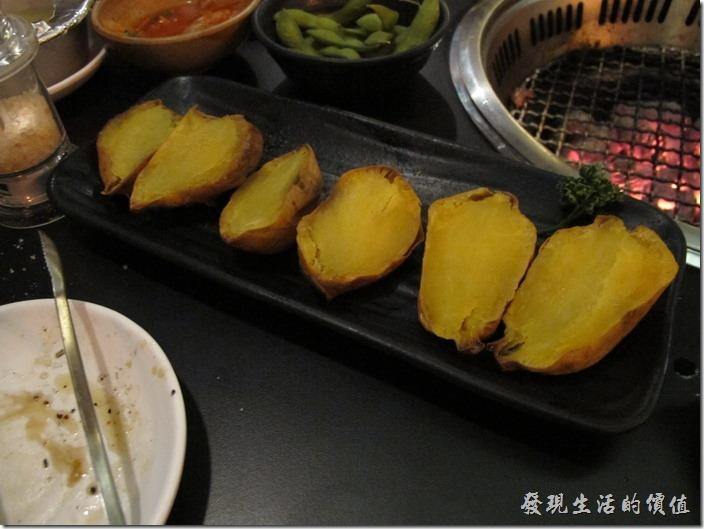 台南-舞飛日式燒烤。冰心地瓜,這地瓜冰冰涼涼的超好吃,也可以放到炭火下烤熱吃。