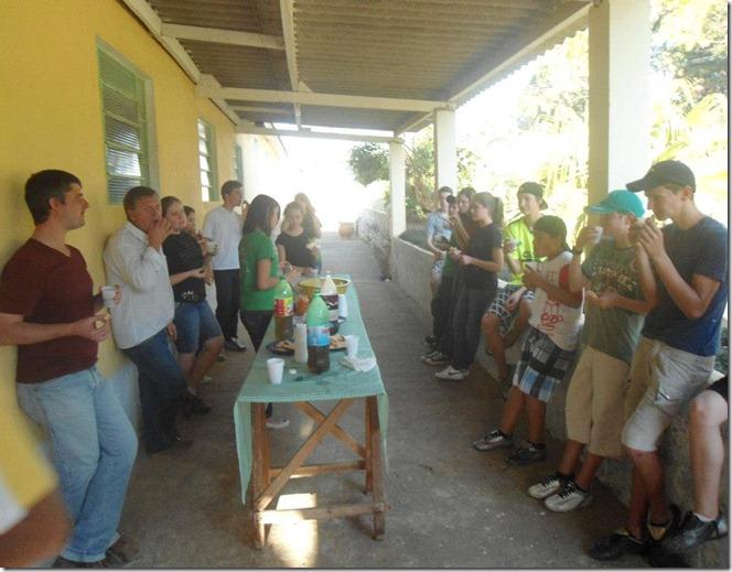 jovens comendo 15-08