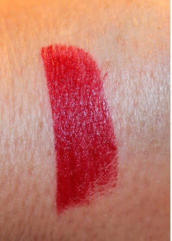 Revlon Super Lustrous Lipstick Fifth Avenue Red Swatch