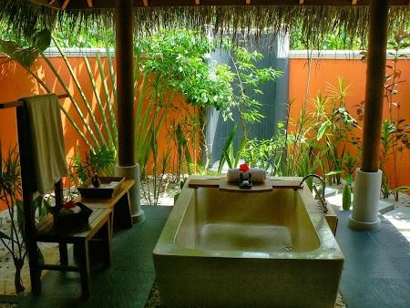 Luna de miere Maldive: baie in aer liber